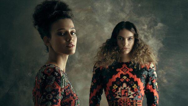 Азербайджанский дизайнер Руфат Исмаил создал новую коллекцию Haute Couture Sumakh by AFFFAIR, созданную по мотивам древних азербайджанских ковров - Sputnik Азербайджан