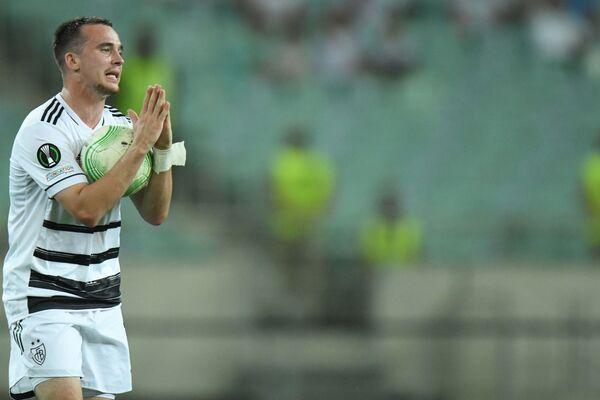 Bazel klubunun futbolçusu Liam Miller Konferensiya Liqasının qrup mərhələsinin ilk turunda Qarabağ komandasına qarşı oyunda. - Sputnik Azərbaycan