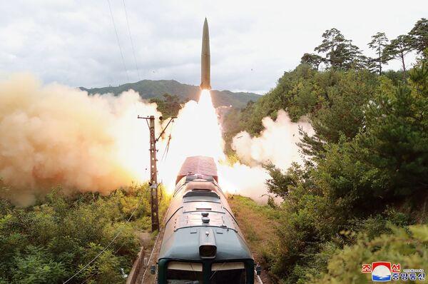 Şimali Koreyada qatardan atılan raketin sınağı. - Sputnik Azərbaycan