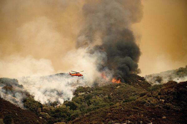 Пожар комплекса KNP в национальном парке Секвойя, штат Калифорния. - Sputnik Азербайджан