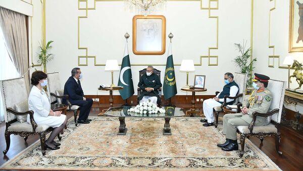 Президент Пакистана Ариф Алви принимял верительные грамоты новоназначенного посла Азербайджана в этой стране Хазара Фархадова - Sputnik Азербайджан