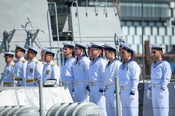 Делегация Военно-морского флота Российской Федерации на территории Бакинского морского порта. - Sputnik Азербайджан