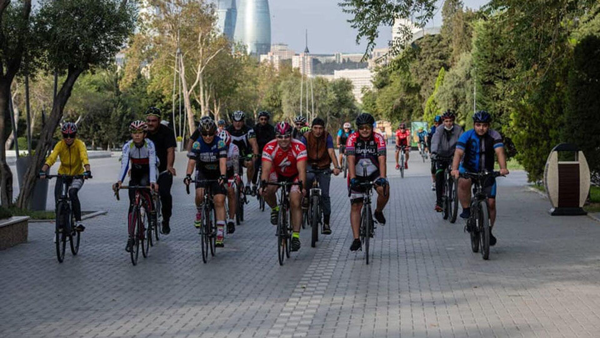 Международный велопробег, приуроченный к годовщине начала победоносной 44-дневной войны в Карабахе - Sputnik Азербайджан, 1920, 20.09.2021