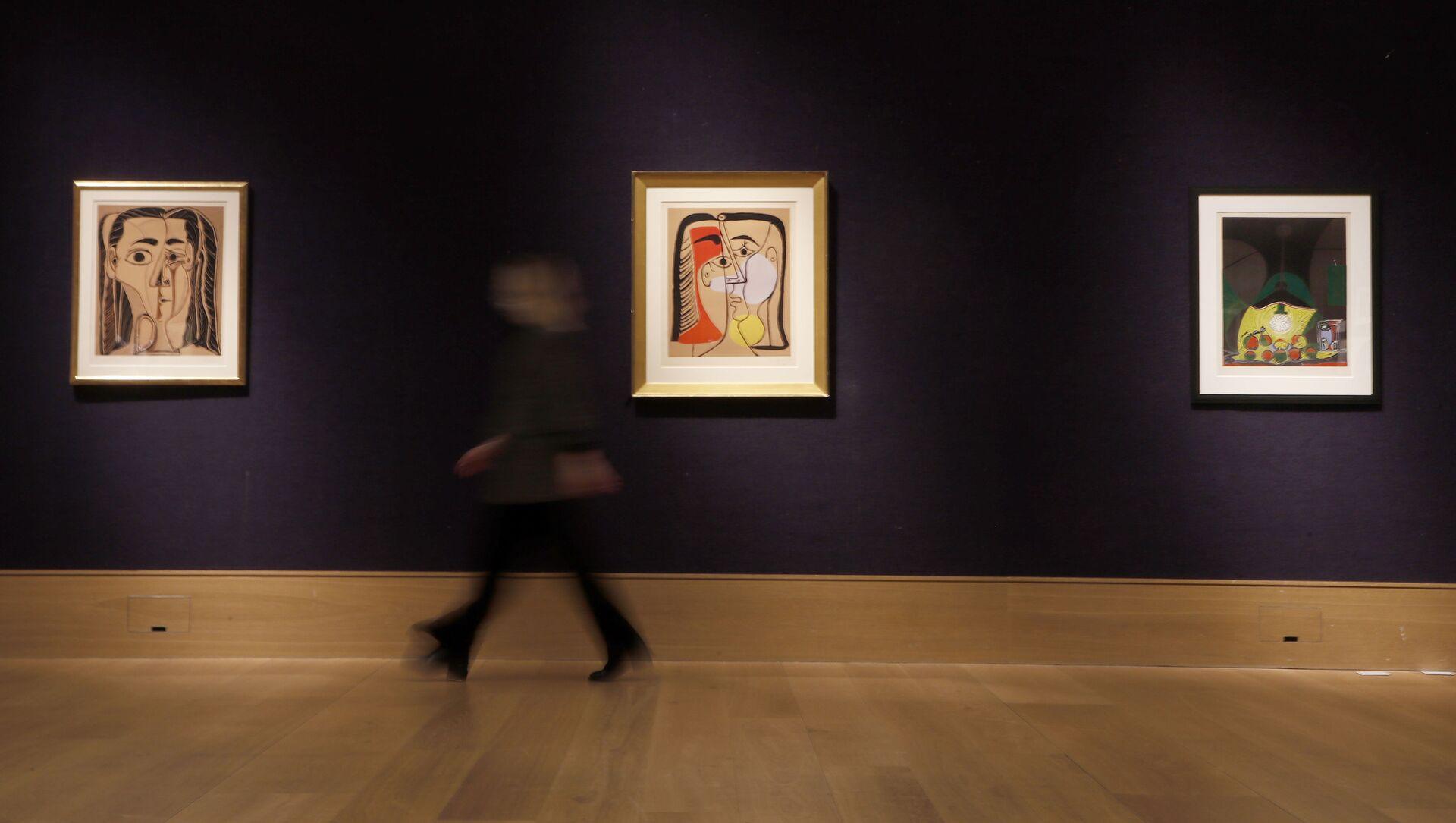 Londonda hərrac evində Pablo Pikassonun əsərləri, arxiv şəkli - Sputnik Azərbaycan, 1920, 21.09.2021