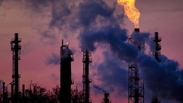 Химический завод компании BASF в Германии - Sputnik Азербайджан