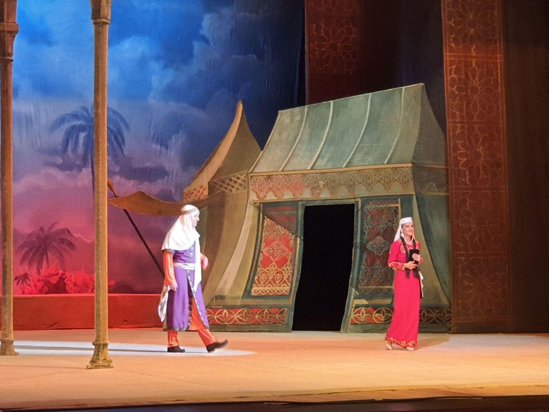 Спектакль «Лейли и Меджнун» в Азербайджанском государственном академическом театре оперы и балета - Sputnik Азербайджан, 1920, 01.10.2021