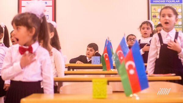 Школьники в классе, фото из архива - Sputnik Азербайджан