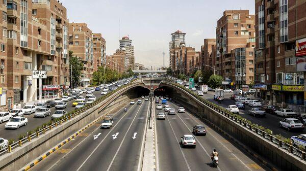 Вид на улицу Навваб в Тегеран, фото из архива - Sputnik Азербайджан