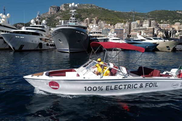 Яхты, пришвартованные в порту Геркулес в Монако во время 30-й Международной выставки яхт Monaco Yacht Show. - Sputnik Азербайджан