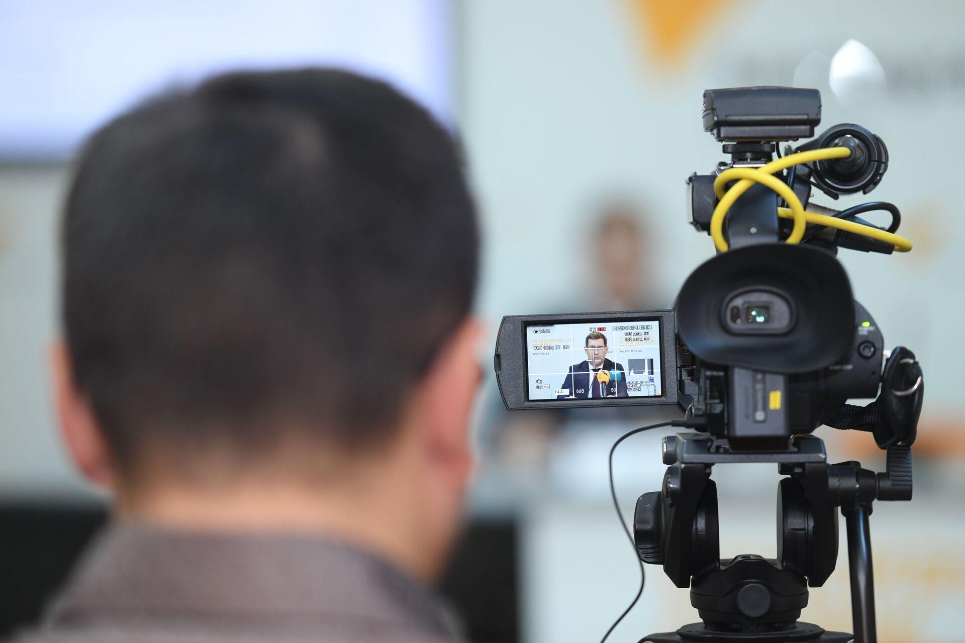 Пресс-конференция в Мультимедийном пресс-центре Sputnik Азербайджан на  тему азербайджано-российское торгово-экономическое сотрудничество - Sputnik Азербайджан, 1920, 01.10.2021