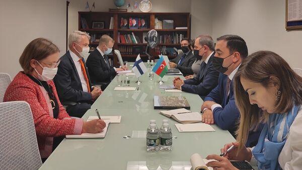 Джейхун Байрамов в ходе встречи с главой финского МИД Пеккой Хаависто - Sputnik Азербайджан
