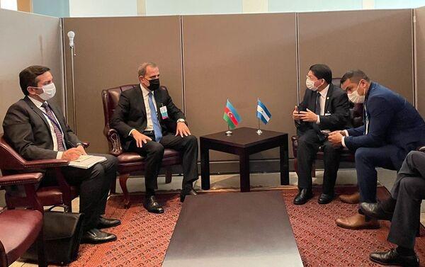 Джейхун Байрамов с главой МИД Никарагуа Дэнисом Колиндресом - Sputnik Азербайджан