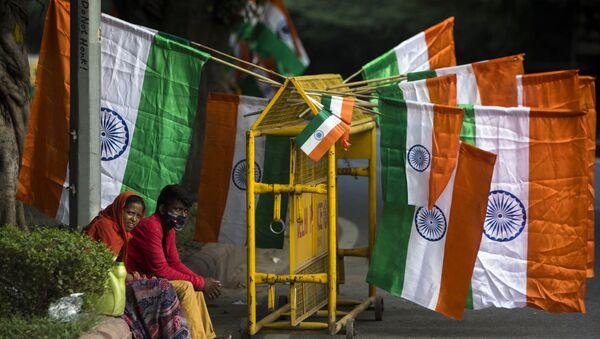 Продажа национальных флагов Индии в Нью-Дели, фото из архива - Sputnik Азербайджан