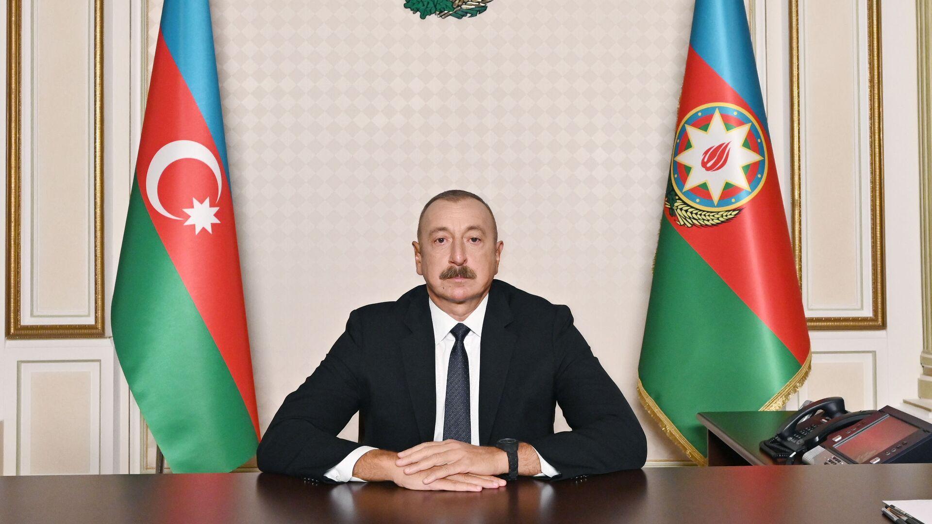 Президент Азербайджана Ильхам Алиев во время обращении к азербайджанскому народу в связи с Днем памяти - Sputnik Азербайджан, 1920, 27.09.2021