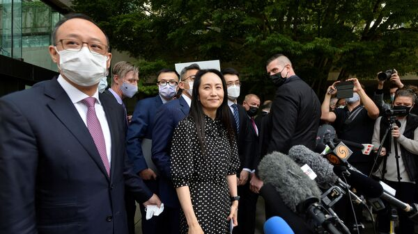 Финансовый директор Huawei Мэн Ваньчжоу после заседания суда в Ванкувере, Канада - Sputnik Азербайджан