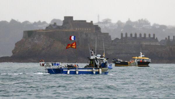 Французские рыбацкие суда протестуют у побережью острова Джерси - Sputnik Азербайджан