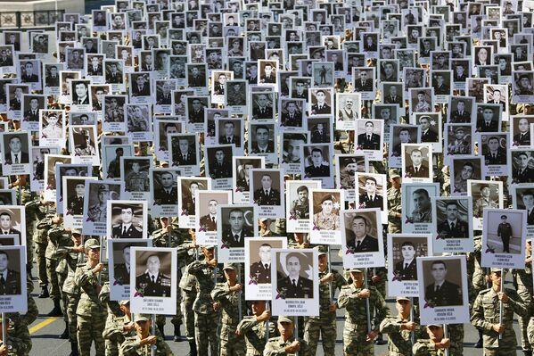 Шествие в память о солдатах и офицерах, погибших в боях за территориальную целостность Азербайджана. - Sputnik Азербайджан