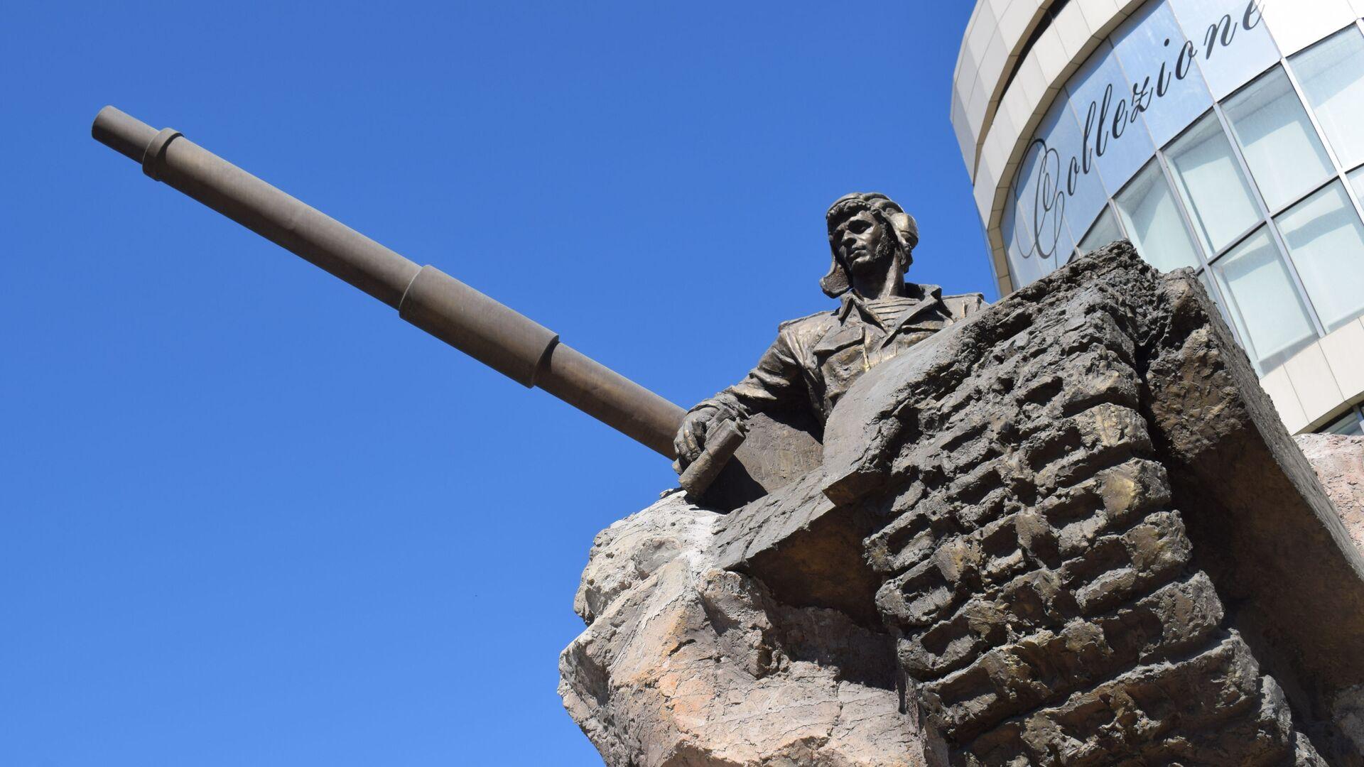 Anım günündə əfsanəvi tankçı Albert Aqarunovun xatirəsi yad edildi - Sputnik Azərbaycan, 1920, 27.09.2021