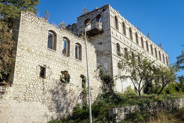 Разрушенное строение в Шуше - Sputnik Азербайджан