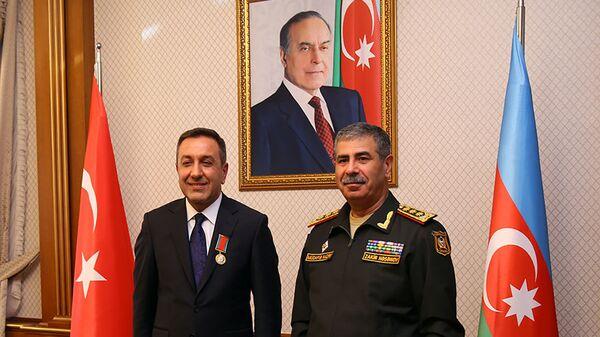Министр обороны Азербайджана встретился с заместителем министра национальной обороны Турции Мухсином Дере - Sputnik Азербайджан