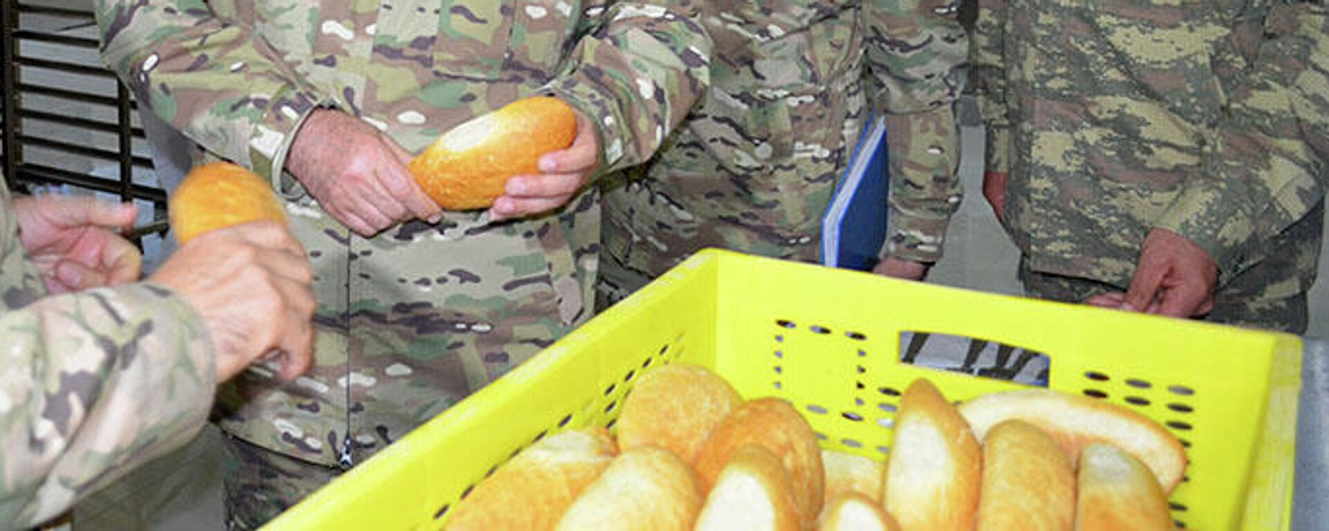 На военном объекте в Кельбаджаре заработала хлебопекарня - Sputnik Азербайджан, 1920, 29.09.2021