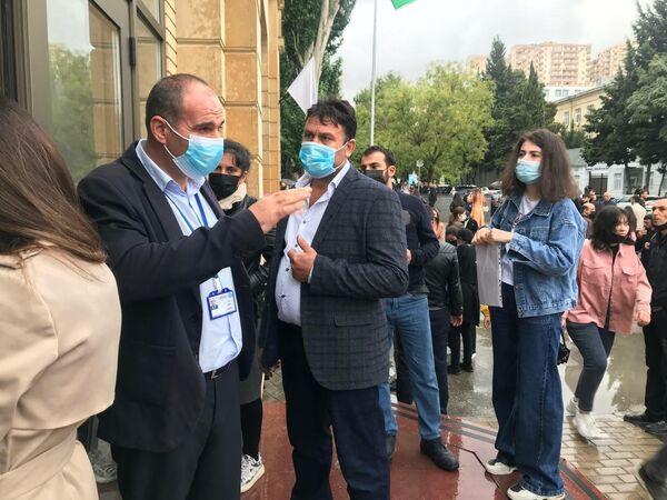Студенты стали собираться начиная с 08:30 утра. - Sputnik Азербайджан