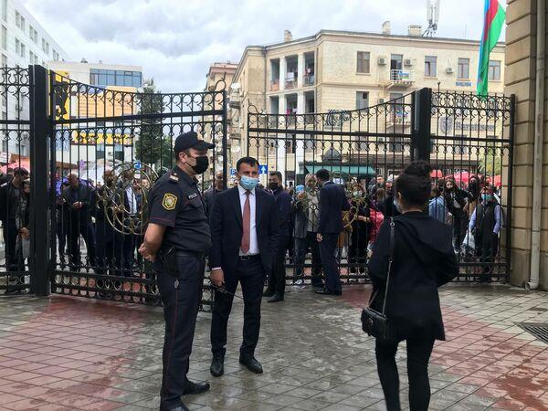 Ситуация перед зданием БГУ. - Sputnik Азербайджан