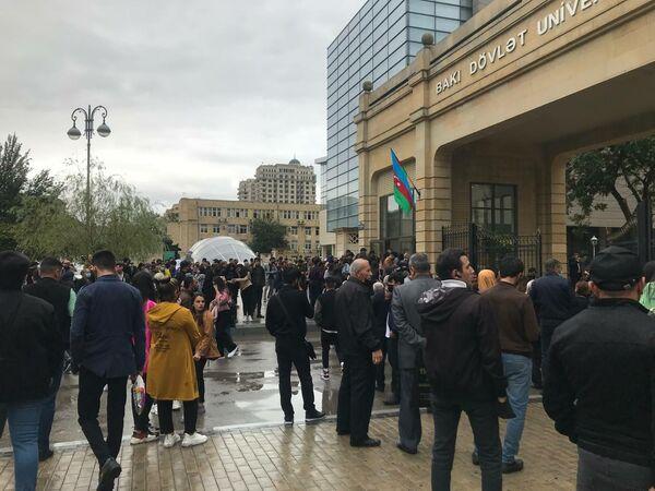 С сегодняшнего дня в вузах возобновляется традиционное обучение. - Sputnik Азербайджан