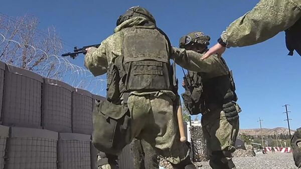 Российские миротворцы обеспечивают безопасность на наблюдательных постах в Карабахе - Sputnik Азербайджан