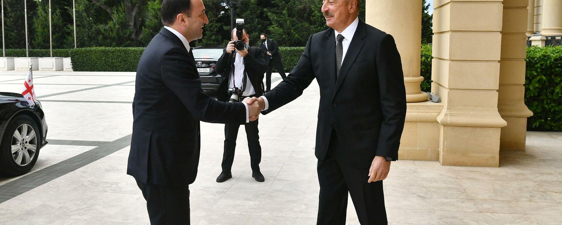 Президент Азербайджана Ильхам Алиев и премьер-министр Грузии Ираклий Гарибашвили - Sputnik Азербайджан, 1920, 29.09.2021