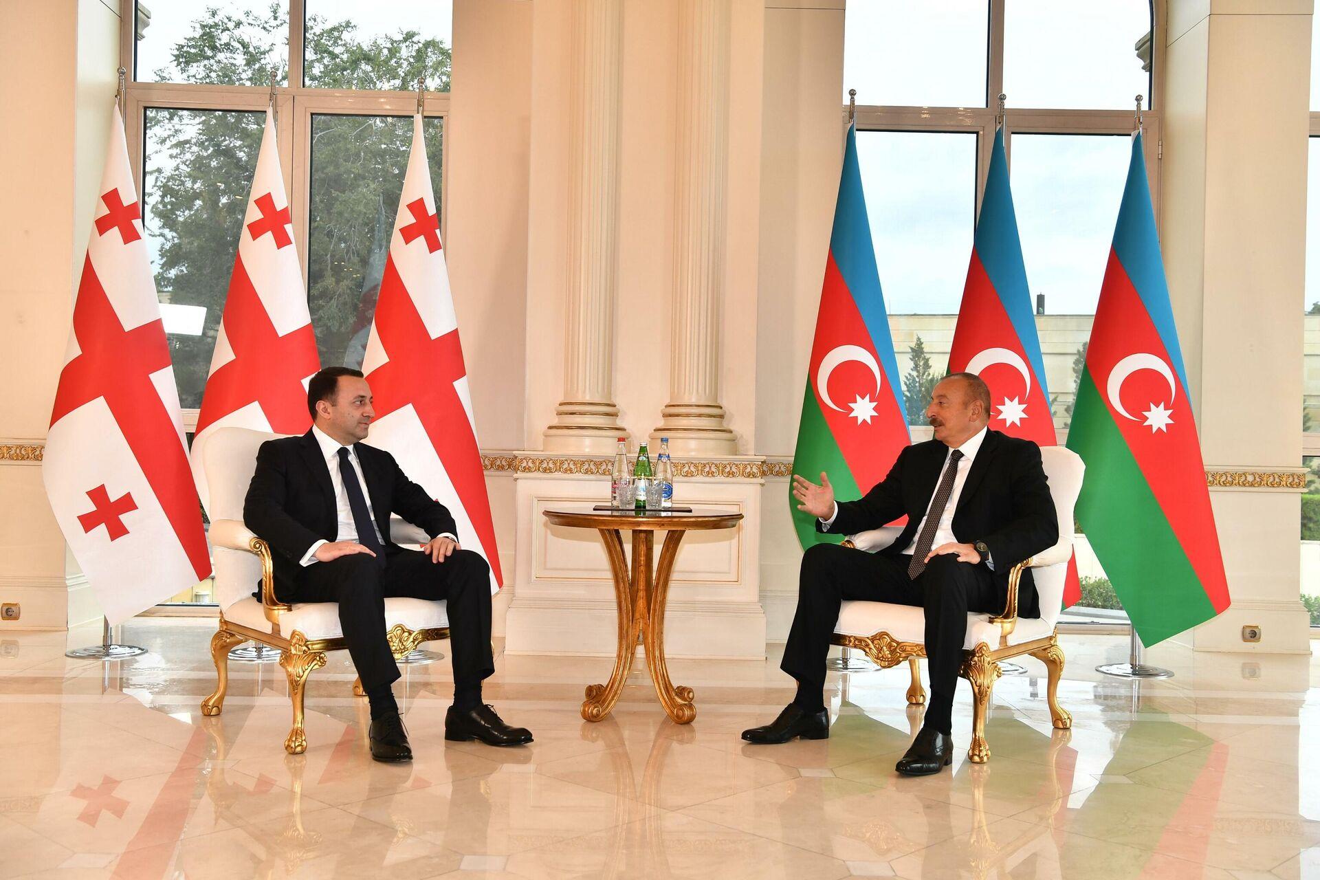 Встреча между Президентом Азербайджана Ильхамом Алиевым с визитом премьер-министром Грузии Ираклием Гарибашвили - Sputnik Azərbaycan, 1920, 29.09.2021