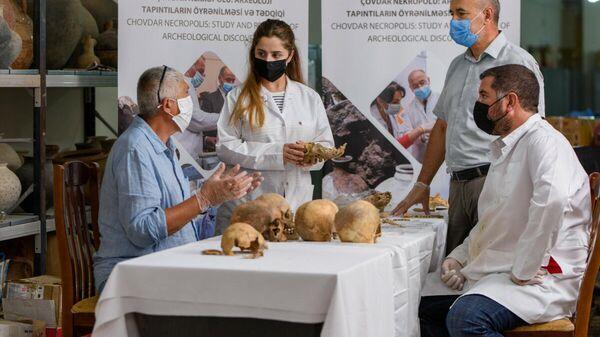 Исследование находок из Човдарского некрополя - Sputnik Азербайджан