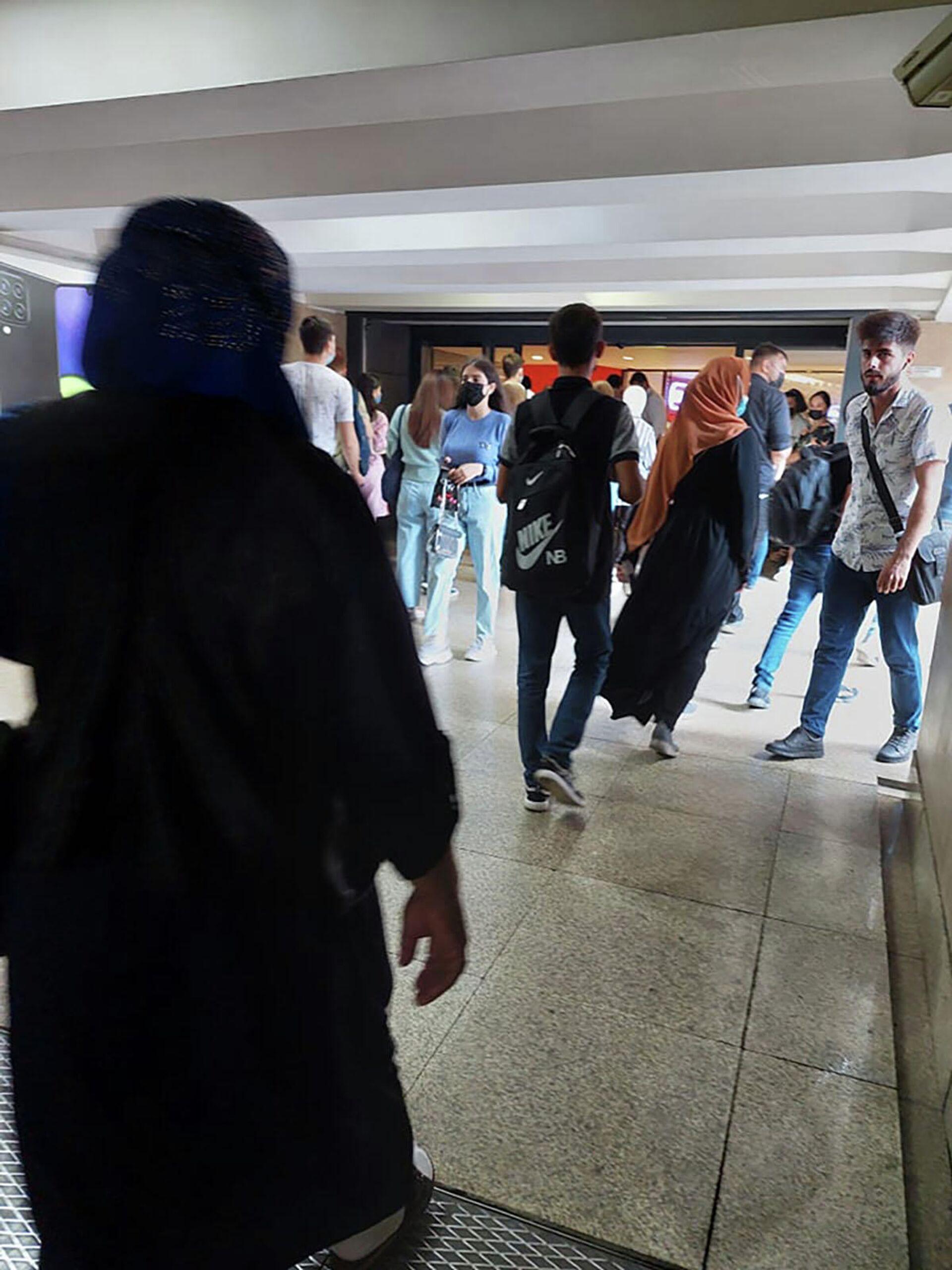 """Fəaliyyəti bərpa olunan """"Mall""""-larda hazırkı vəziyyət  - Sputnik Azərbaycan, 1920, 29.09.2021"""