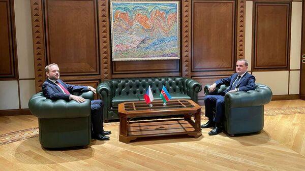 Министр иностранных дел Азербайджана Джейхун Байрамов в четверг, 30 сентября, встретился с чешским коллегой Якубом Кулганеком - Sputnik Азербайджан