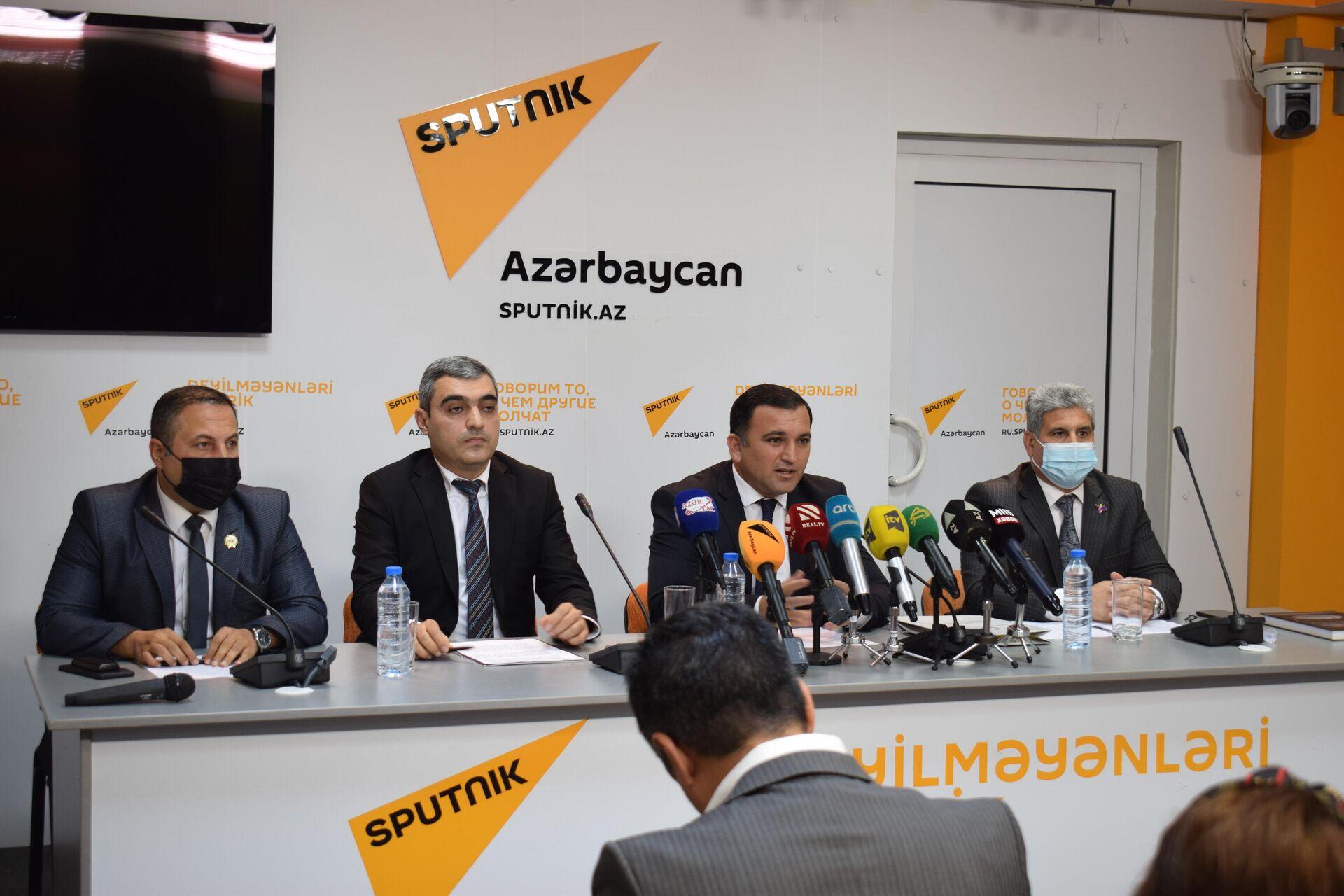 Во время пресс-конференции, посвященной решению проблемы пропавших без вести и военнопленных - Sputnik Azərbaycan, 1920, 30.09.2021