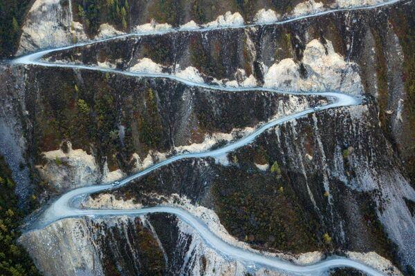 Перевал Кату-Ярык на автомобильной дороге Улаган - Балыкча в Республике Алтай - Sputnik Азербайджан