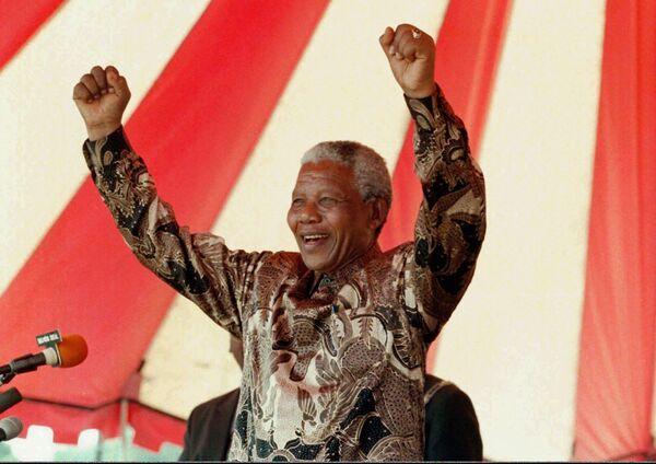 Nelson Mandella 76 yaşında prezident olub, bundan əvvəl isə ömrünün 27 ilini həbsxanada keçirib. - Sputnik Azərbaycan