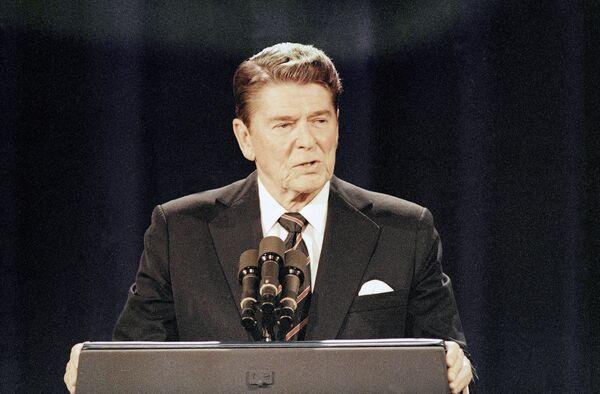 Əvvəllər məşhur aktyor və radio aparıcısı olan ABŞ-ın keçmiş prezidenti Ronald Reyqan ilk dövlət vəzifəsinə – Kaliforniyanın qubernatoru – seçiləndə 55 yaşı vardı. - Sputnik Azərbaycan