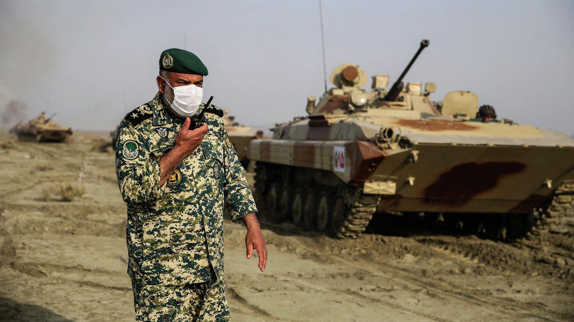 Сухопутные войска Ирана принимают участие в военных учениях в прибрежном районе Макран на юго-востоке Ирана, 19 января 2021 года - Sputnik Азербайджан, 1920, 01.10.2021