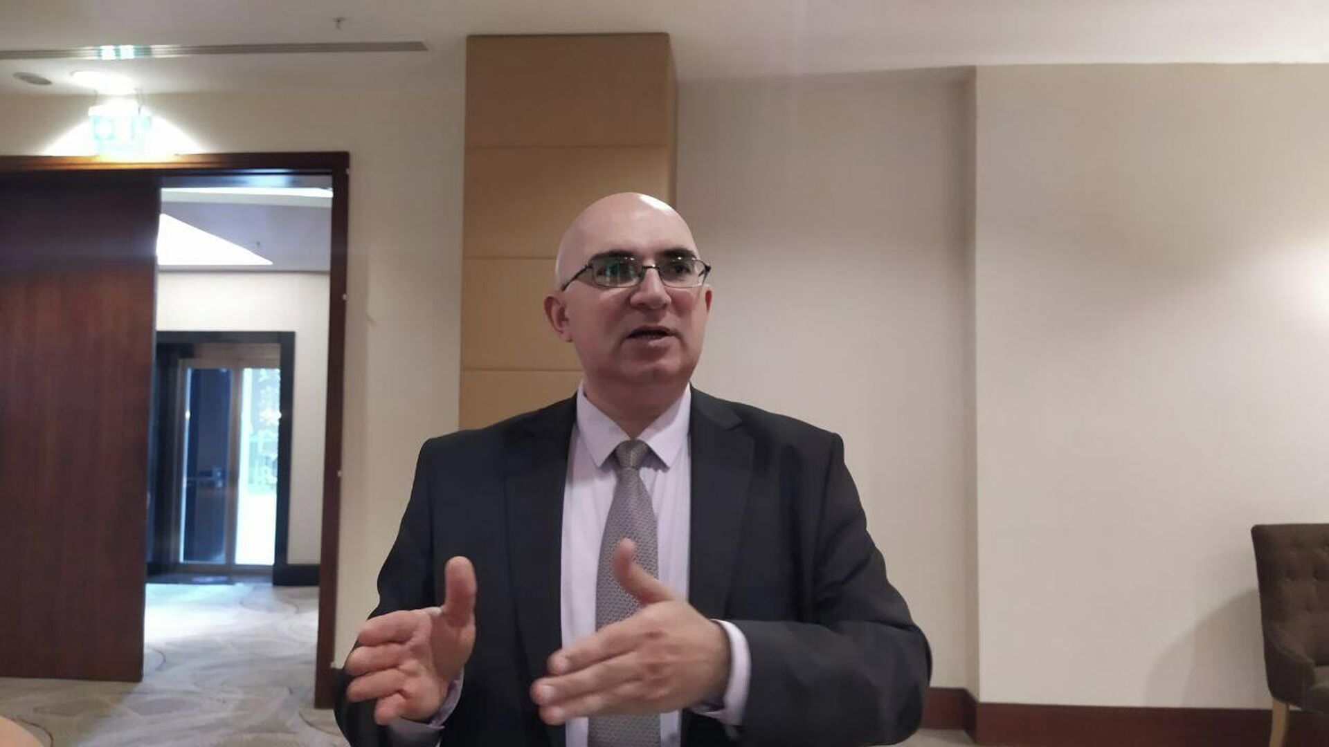 Глава азербайджанского представительства Фонда ООН в области народонаселения Фарид Бабаев - Sputnik Азербайджан, 1920, 01.10.2021