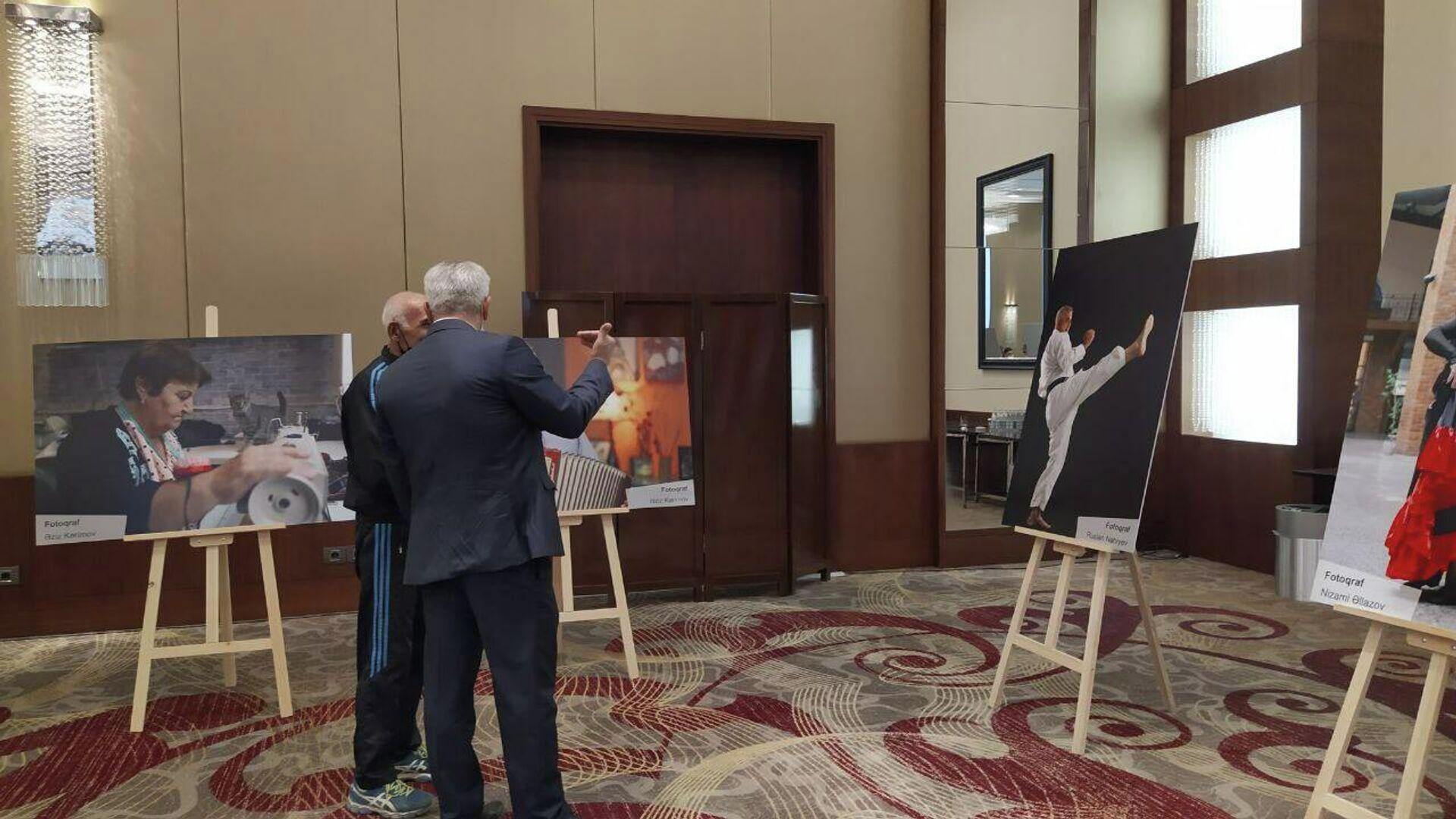 Фотовыставка, посвященная Международному дню пожилых - Sputnik Азербайджан, 1920, 01.10.2021