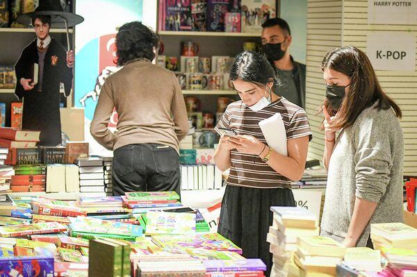Birinci Milli Kitab Sərgi-Yarmarkası öz işini oktyabrın 10-na kimi davam etdirəcək. - Sputnik Azərbaycan