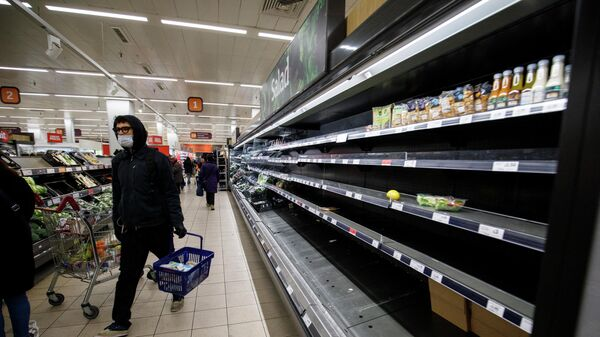 Пустые полки в супермаркете в Лондоне - Sputnik Азербайджан