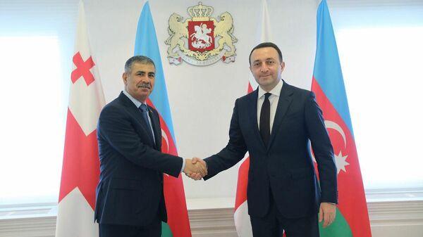 Премьер-министр Грузии Ираклий Гарибашвили и министр обороны Азербайджана Закир Гасанов во время встречи - Sputnik Азербайджан