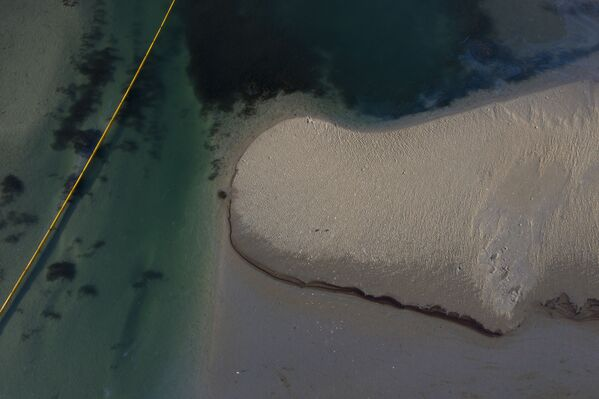 У побережья Калифорнии, США, произошел масштабный разлив нефти. - Sputnik Азербайджан