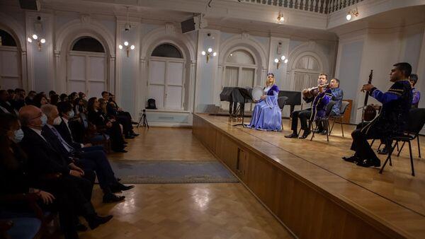 """Moskvada """"Şuşanın dağları başı dumanlı"""" adlı muğam gecəsinin iştirakçıları - Sputnik Azərbaycan"""