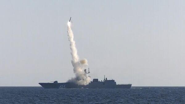 Фрегат Адмирал Горшков успешно произвёл выстрел гиперзвуковой ракетой Циркон - Sputnik Азербайджан