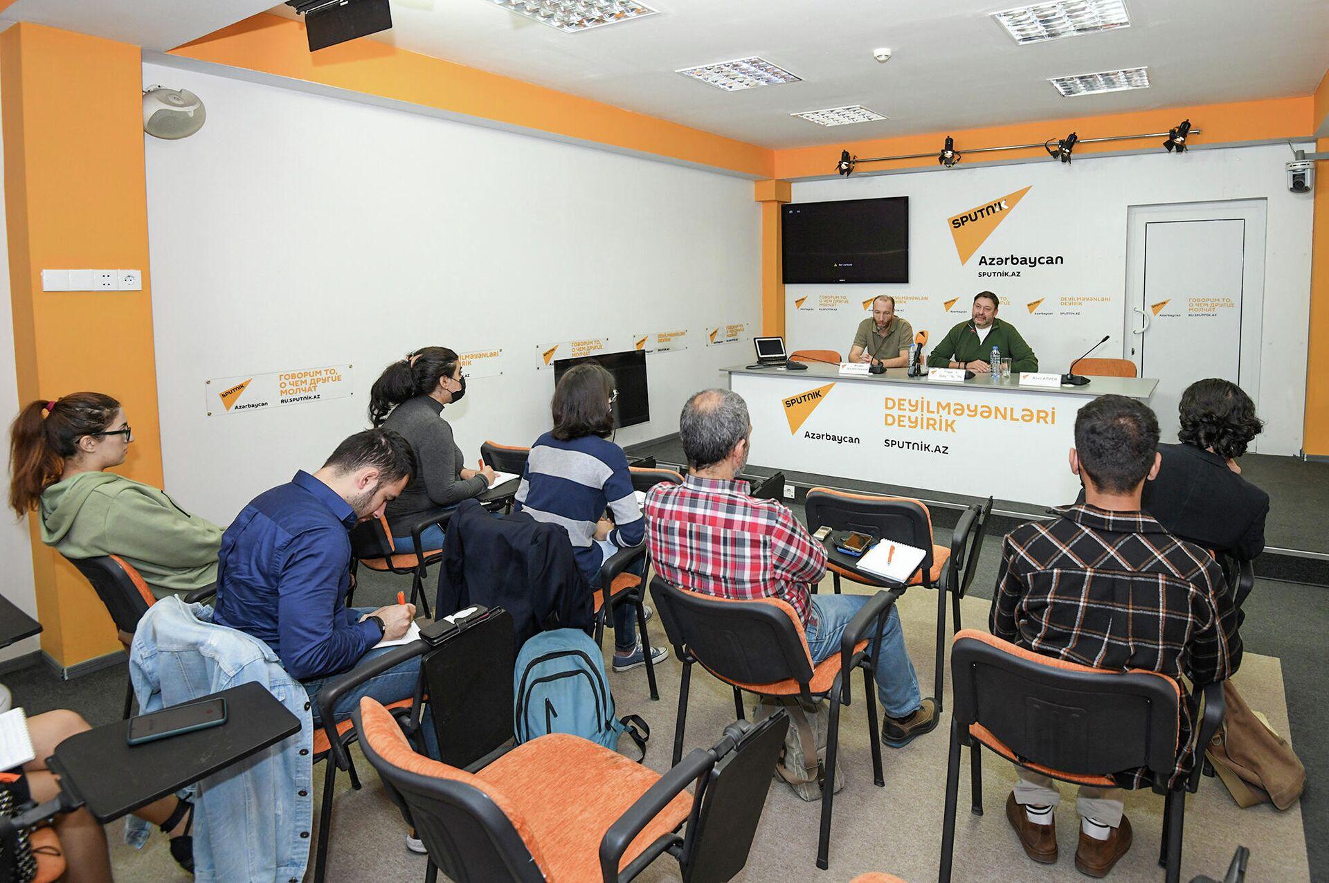 Мастер-класс в рамках проекта Sputnik-Pro в Мультимедийном центре Sputnik Азербайджан - Sputnik Azərbaycan, 1920, 06.10.2021