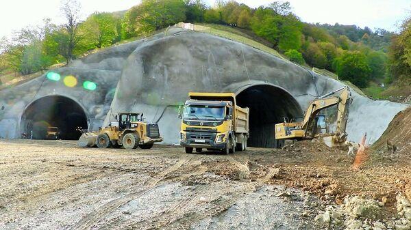 Toğanalı-Kəlbəcər avtomobil yolunda Murovdağ tunelinin inşası - Sputnik Azərbaycan