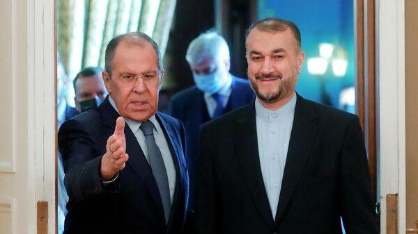 Министр иностранных дел РФ Сергей Лавров (слева) и министр иностранных дел Ирана Хосейн Амир Абдоллахиян во время встречи в Москве - Sputnik Азербайджан